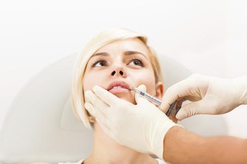 Injection of botox lips